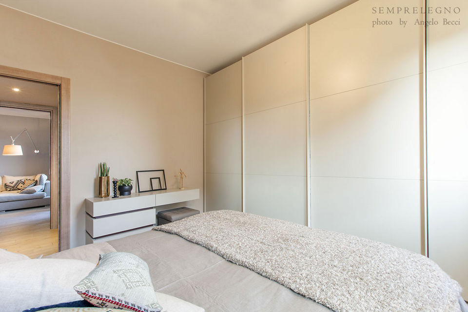 Bedroom Chest of three Drawers, Small Desk and Sliding Doors Closet